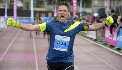 marathonien à l'arrivée au stade de Combs-la-Ville