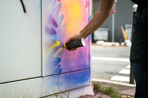 image de couverture de Le jeune artiste Thibault Averty transformera une armoire de fibre optique, en oeuvre artistique, le lundi 7 août