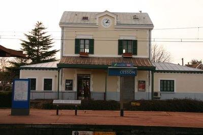 Gare_de_Cesson_1.jpg