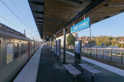 Gare_de_Corbeil-Essonnes_-_20131113_093658.jpg