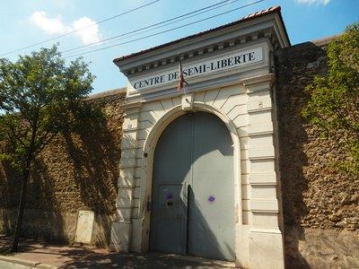 portedeprison 72dpi.jpg