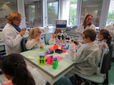 Visite-et-ateliers-au-Genoscope.jpg
