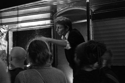 In caravane with Raoul_n&b extérieur @Cie Raoul Lambert !.jpg