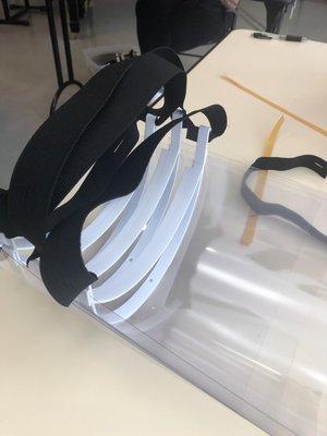 fabrication de visiéres pour hopital3.JPG