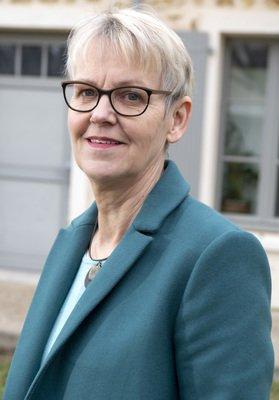Mme Margaret De Groot